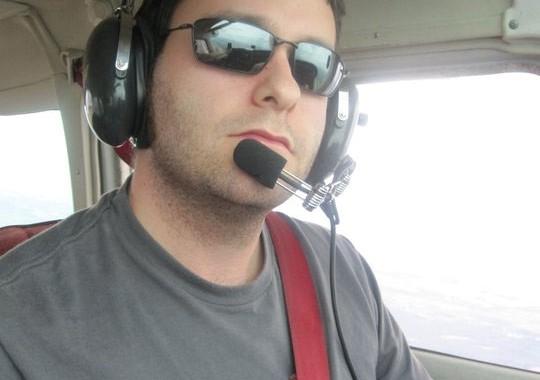 Darius Yaghoubi flying in his Cessna. Image courtesy of Darius Yaghoubi.