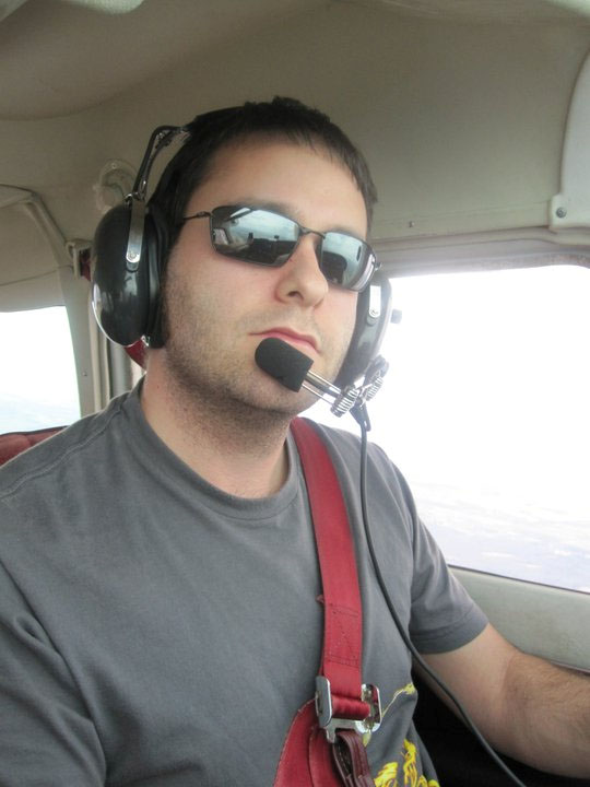 Darius Yaghoubi flying in his Cessna. Image courtesy of Darius Yaghoubi.