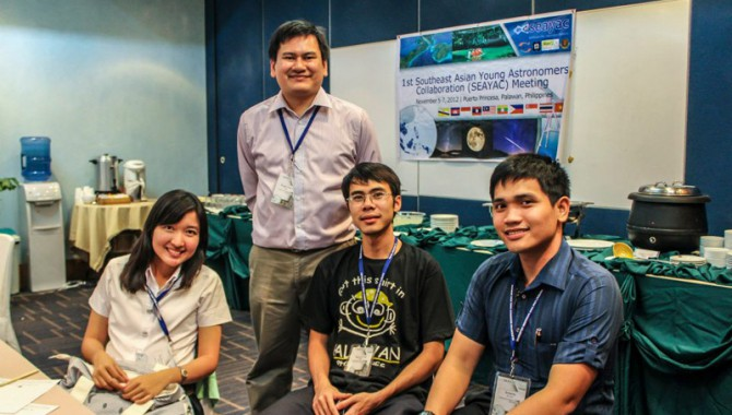Rogel Mari Sese (standing) at the first Southeast Asian Young Astronomers Collaboration Meeting in Puerto Princesa, Palawan, Philippines in November 2012.