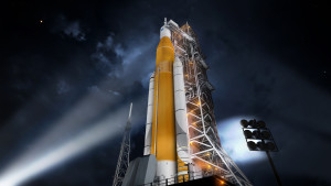 sls-70mt-dac3-orange-night-prelaunch-uhr2.jpg