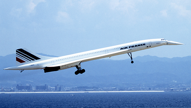 Concorde landing at Kansai International Airport in 1994. Credit: Spaceaero2